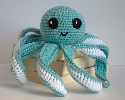 crochet octopus on books_edited-1